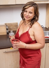 BBW housewife Diya fingers her pussy on the kitchen counter.