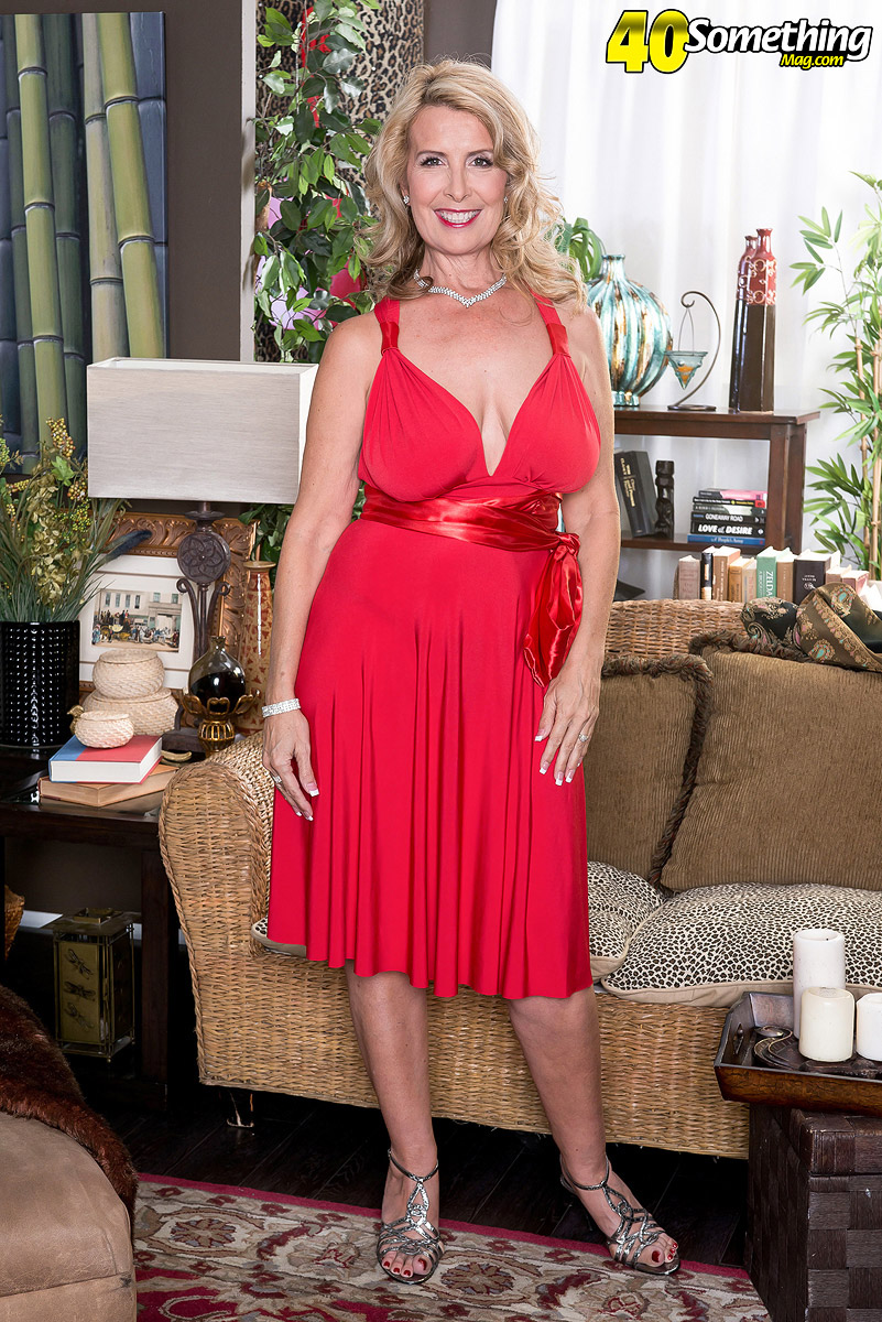 The Busty Super-milf Returns Free Pictures from 40