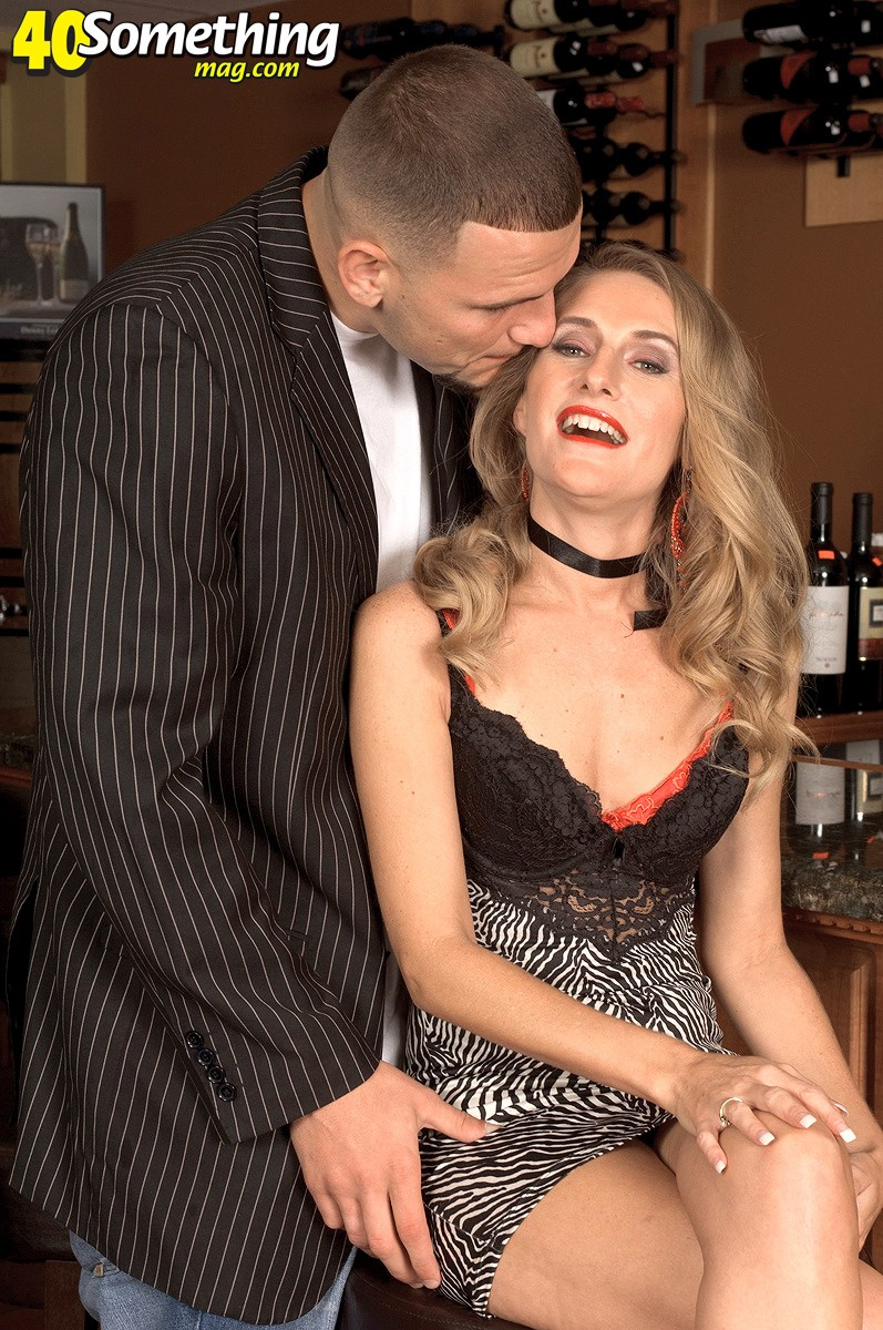 MILF on the prowl Free Pictures from 40 Something Mag!