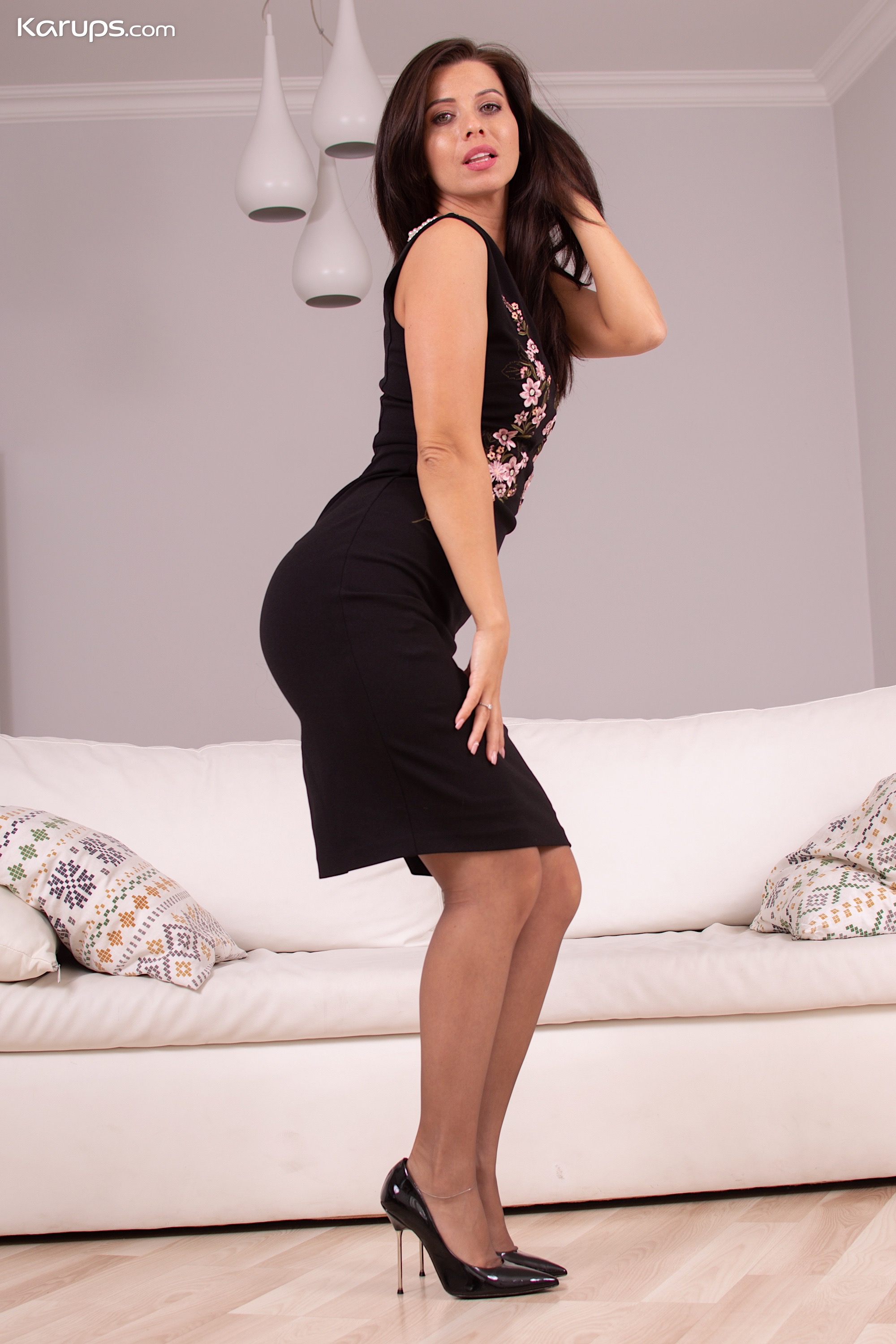 Stunning MILF Vicky Love naked in her heels and stockings