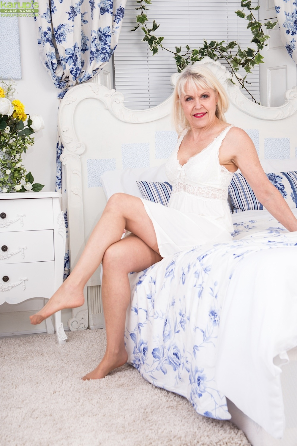 Busty granny Margaret Holt naked in beige stockings. Free