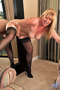 Anilos - She Likes Toys Featuring Dawn Jilling. (photos)